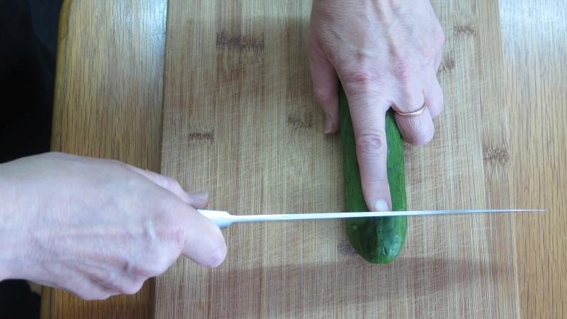 Kontakt zwischen dem Finger und der Seitenfläche des Messers