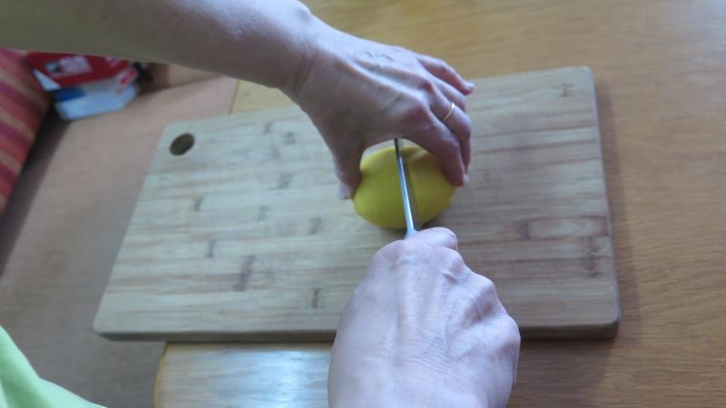 Bogentechnik beim Zitronen-Schneiden