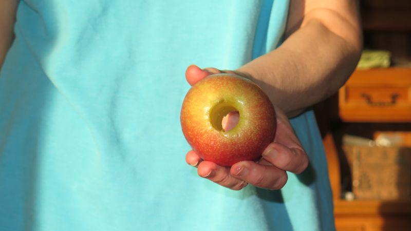 Apfel im Ganzen ohne Kerngehäuse